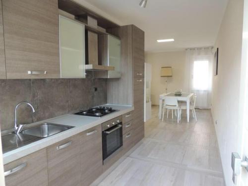 A kitchen or kitchenette at Casa Giovanna forte dei marmi