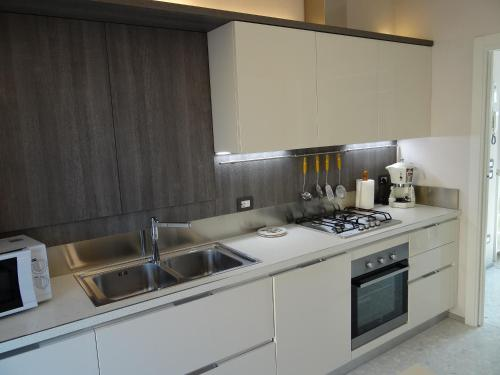 A kitchen or kitchenette at Theater Verona Apartment
