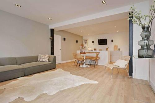 A seating area at 2 bedroom apartment