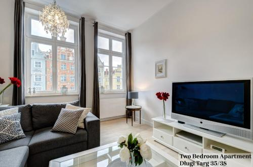 A television and/or entertainment center at Apartament Długa Street