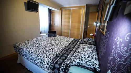 A bed or beds in a room at Apartments Madrid Eliptica