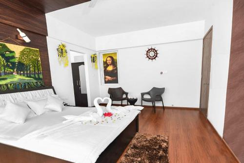 A bed or beds in a room at Apartment with Wi-Fi in Borivali East, Mumbai, by GuestHouser 45762