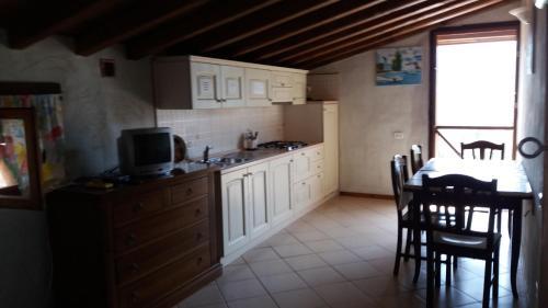 A kitchen or kitchenette at Casa Vacanze Poggio degli Ulivi