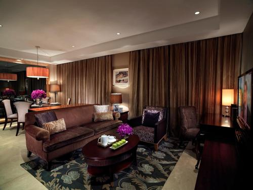 A seating area at Oakwood Premier Guangzhou