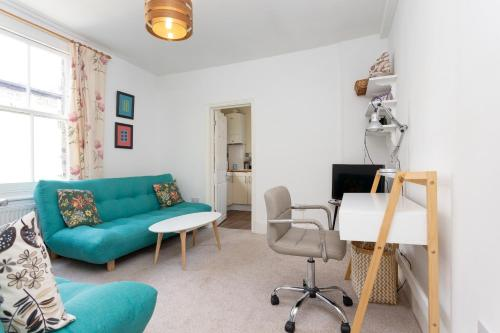 A seating area at 2 Bedroom flat in South London sleeps 4
