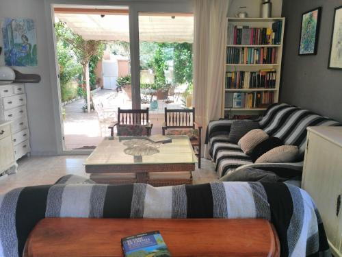 A seating area at 4 Vientos