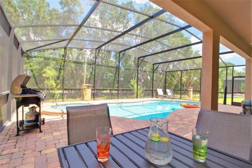 Piscine de l'établissement ACO Golden Palms Resort 8 Bedroom Vacation Home with Pool (1819) ou située à proximité