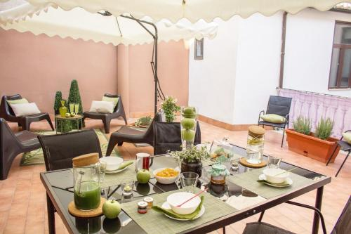 A restaurant or other place to eat at Apartment Rome & More