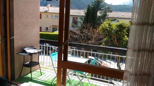 Vue sur la piscine de l'établissement AU PIED DU CANIGOU - T1Bis La Pena 4 étoiles ou sur une piscine à proximité