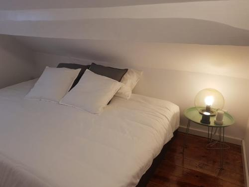 A bed or beds in a room at Oporto Foz House close to the beach