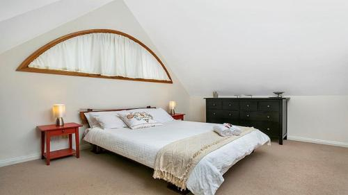 A bed or beds in a room at Private One Bedroom Retreat in Annandale - ANDLE