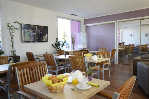 Restaurant ou autre lieu de restauration dans l'établissement Résidence Odalys Aqualia