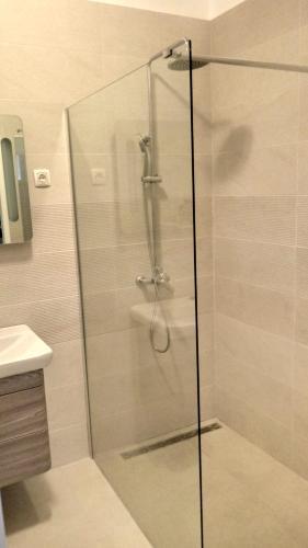 A bathroom at Villa Sky