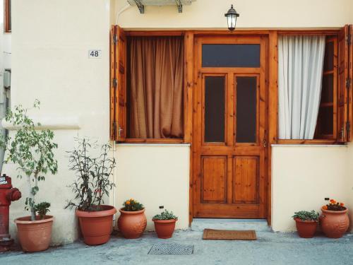 The facade or entrance of Xara