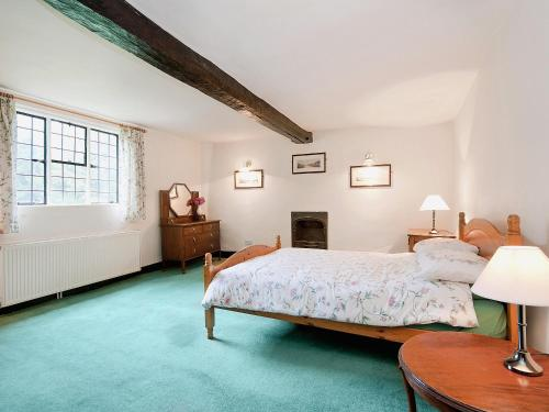 A bed or beds in a room at Luntley Court