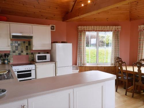 A kitchen or kitchenette at Rosscot