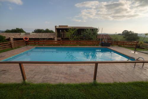 Majoituspaikassa Alcabala del Viento tai sen lähellä sijaitseva uima-allas