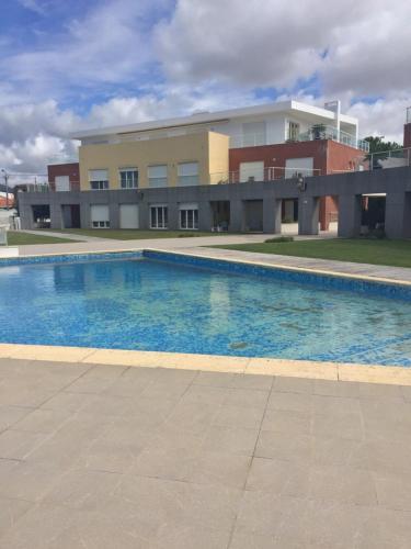 The swimming pool at or near Condomínio jardim das oliveiras
