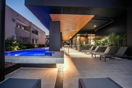 Der Swimmingpool an oder in der Nähe von Arise Atlas Apartments