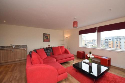A seating area at The Plaza Apartments (Great Location + Free Car Parking Near Glasgow City Centre)