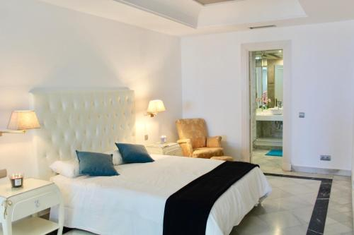 A bed or beds in a room at Gray Dàlbion