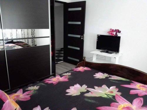 A bed or beds in a room at Apartament Ela Elegance