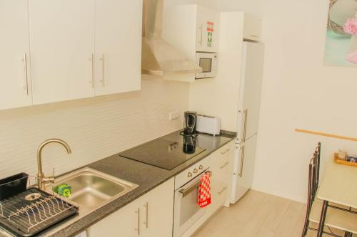 A kitchen or kitchenette at Holiday Home Funchal Center