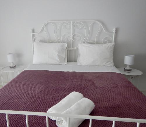 A bed or beds in a room at Casa da Ponte Velha