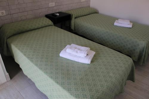 A bed or beds in a room at Apartamentos Tinerfe Garden