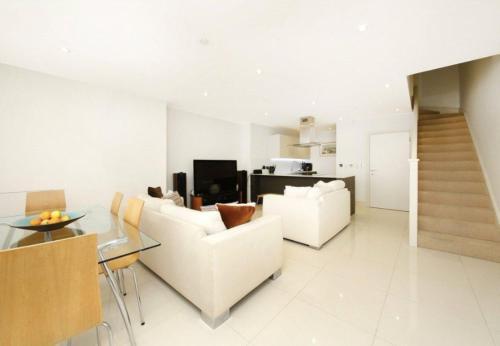 Modern 2 Bedroom House In Whitechapel