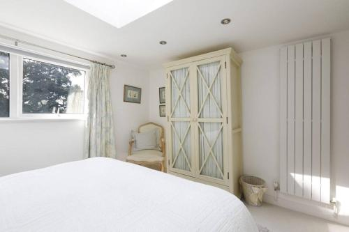 A bed or beds in a room at 9 Elmleigh
