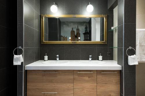 A bathroom at Loretańska apartament