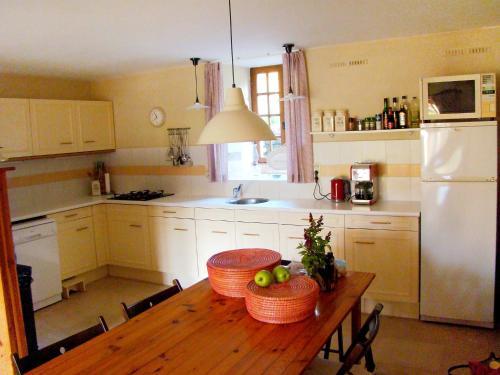 Cuisine ou kitchenette dans l'établissement Holiday Home Shangri-la