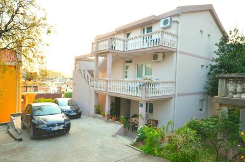 Apartments Čenić