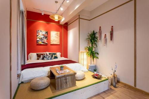 A bed or beds in a room at Wuhan Jianghan·Jianghan Road· Locals Apartment 00170370