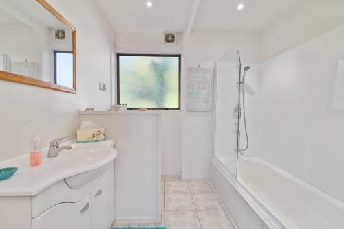 A bathroom at Lake Okareka Retreat