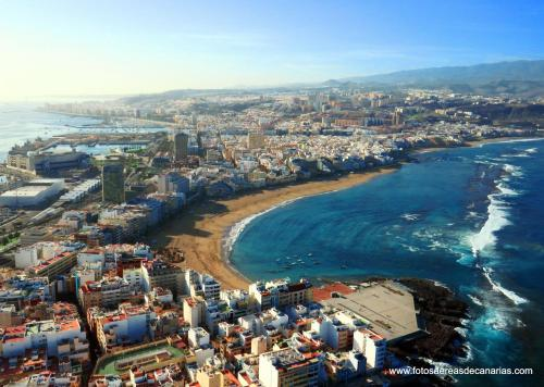 A bird's-eye view of Las Canteras Flat III by Canary365