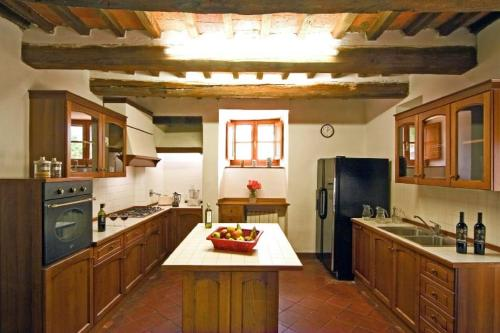 Cucina o angolo cottura di Arezzo Villa Sleeps 18 Air Con