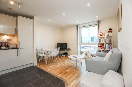 Cosy 1 Bed Flat With Great Views Over Canary Wharf