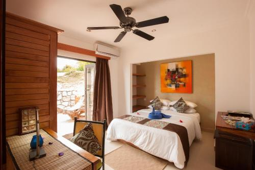 A bed or beds in a room at Le Duc Hillview Villas