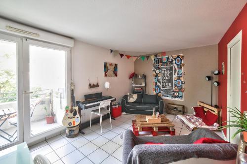 O zonă de relaxare la New! A spacious flat with Balcony - Chartrons