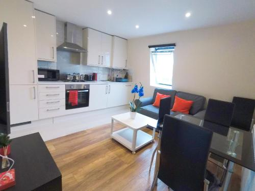 A kitchen or kitchenette at Tulip 5 Top Floor at Hammersmith