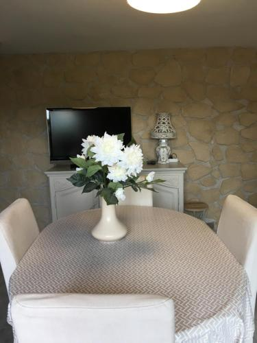 A television and/or entertainment center at Location Bonnieux Provence
