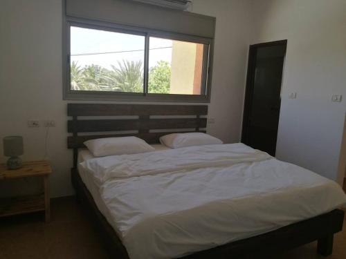 Ein Bett oder Betten in einem Zimmer der Unterkunft Mool Gilboa - מול גלבוע