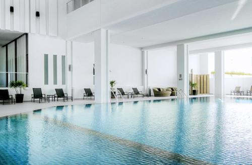 The swimming pool at or near Classic Kameo Hotel & Serviced Apartment, Rayong