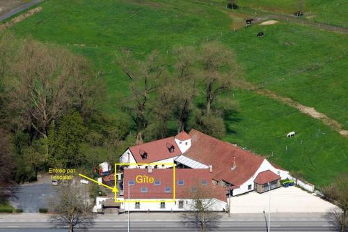 Een luchtfoto van Cense de Lalouette