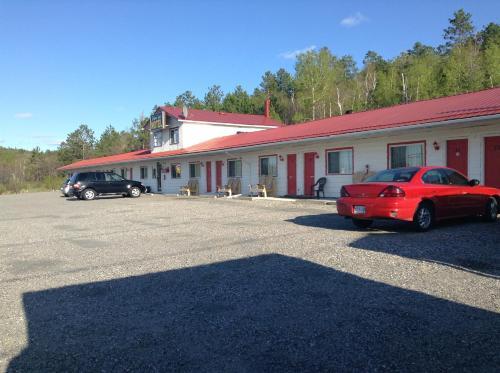 Richard Lake Motel