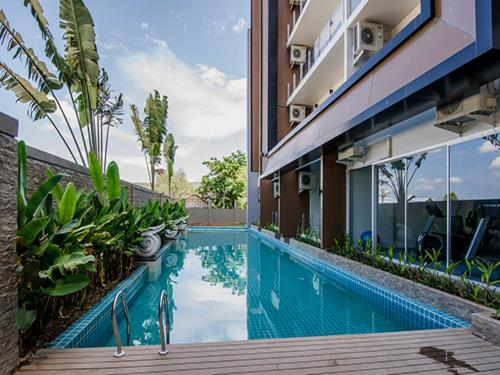 The swimming pool at or close to Chic Condo Unit A609