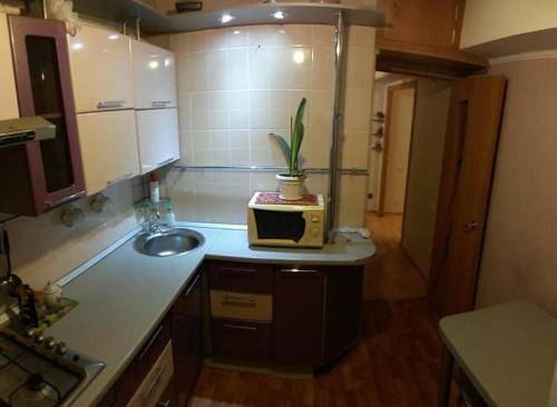 Кухня или мини-кухня в Однокомнатная квартира по ул. Брянского Фронта
