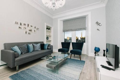 Stunning Old Town Apartment Next To The Station
